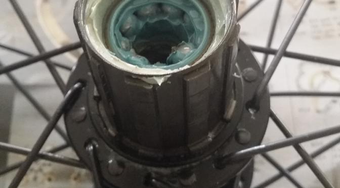 Vedligeholdelse og smøring af baghjulslejer
